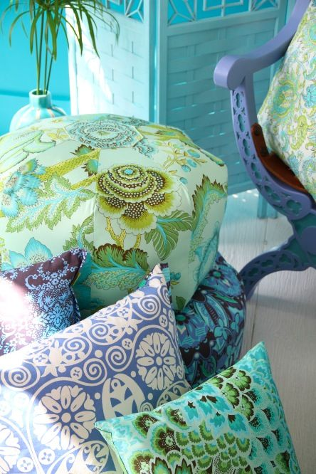 cushions eXtraordinary  - blend of patterns & hues of colours - amy butler