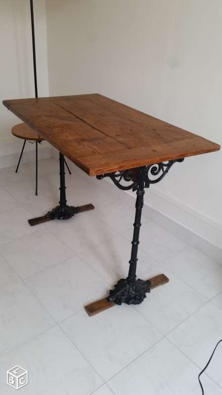 table de bistrot ancienne en bois et fonte 1900. Black Bedroom Furniture Sets. Home Design Ideas