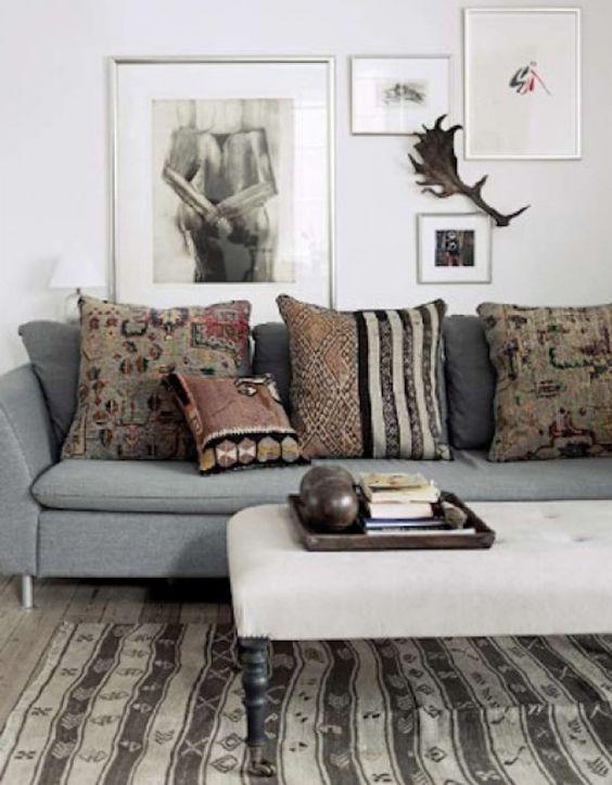 Kussens Woonkamer Design : Cozy grijze bank met vintage kelim kussens ...