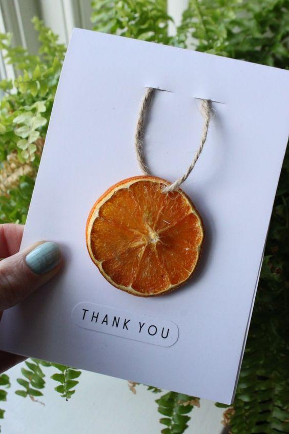 cartes de Noel a fabriquer materiaux naturels decoration tranche orange seche corde