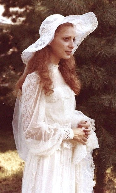 Lovely Ivory Lace Vintage 1970s Wedding Gown with matching Hat and Veil
