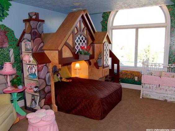 Snow white cottage room for girls disney bedroom for Disney themed bedroom ideas