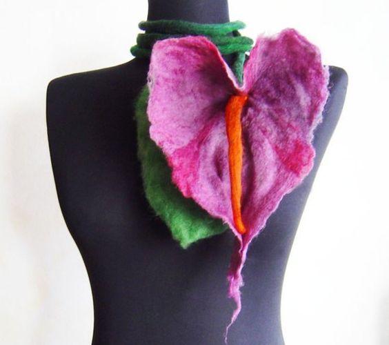 künstlerische große Blume lila Halskette Lariat von evalinen, $28.00