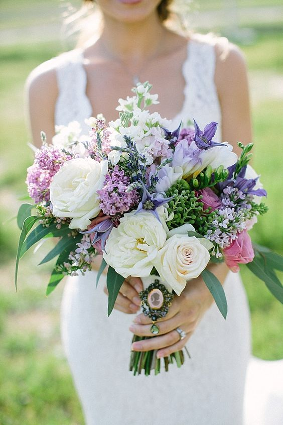 A white, green, and purple wedding bouquet | Photo: Jessica Lynn Photography: