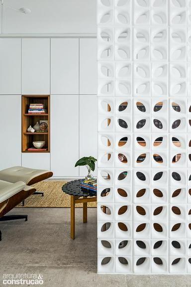 Revista Arquitetura e Construção - A cozinha foi parar na varanda neste apartamento de 38 m²: