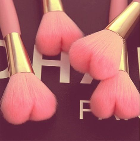 <3 Chanel makeup brushes