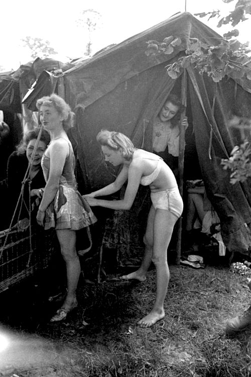 Movie about naked girls in ww11 Kelly S Heroes Wikipedia
