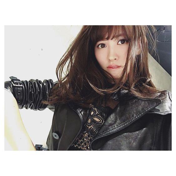ライダースジャケットのかわいい小嶋陽菜