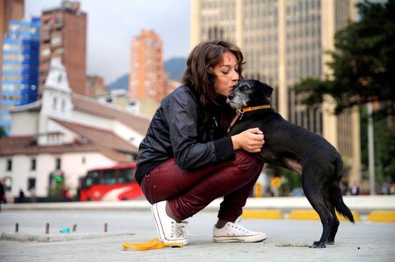 Fotógrafo viaja o mundo capturando beijos pelas ruas das cidades | Estilo: