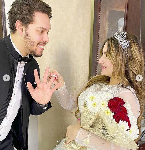 زواج احمد حسن على زينت بـ نورا يثير ضجة في مواقع التواصل اليمن الغد Fashion Women S Top Ruffle Blouse