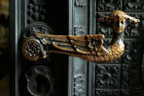 Door knob at entrance to the Kölner Dom