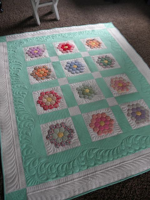 Annettes Hexagon quilt, quilted by Sew kind of wonderful