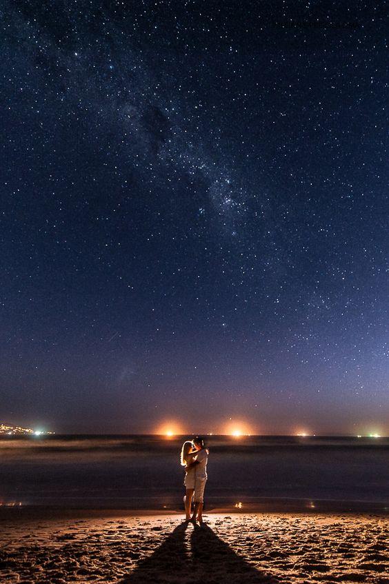 Idéia para Foto de Casal na Praia com noite Estrelada.: