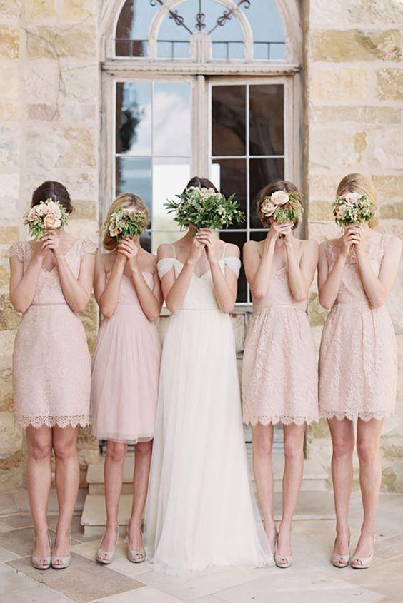 Idées de photos à prendre pour la mariée et ses demoiselles d'honneur.