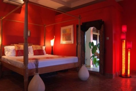 Red Bedroom Ideas- now that is sexy.