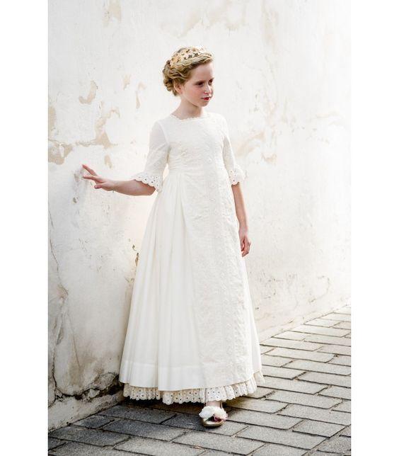 Vestido de Comunión para niñas de Pilar del Toro. http://www.guiadelnino.com/en-familia/especial-primera-comunion/vestidos-de-primera-comunion-2015