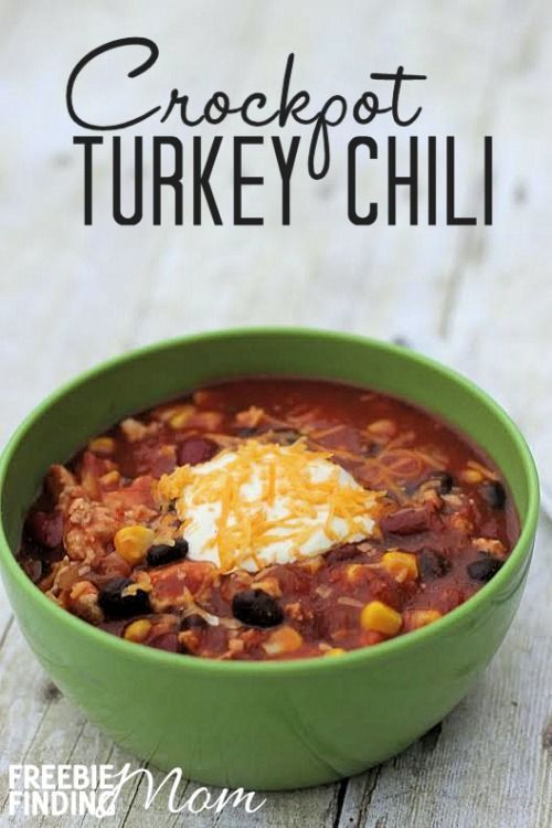 Crockpot Turkey Chili - Need an easy crockpot chili recipe? Here you go...crockpot chili recipes don't get much easier or more delicious than this healthy turkey chili. Simply dice up an onion and two peppers, brown a lb of ground turkey, then throw all of the remaining ingredients into a crockpot and let your crockpot do the rest of the work. You'll have a hearty delicious dinner in no time.