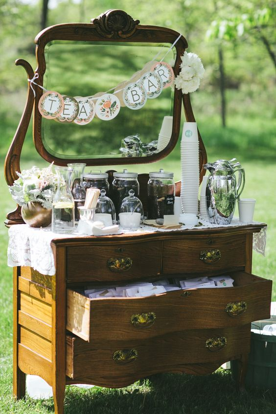 Maak een thee bar! #bruiloft #wedspiration dresser turned tea station | Photography by woodnotephotography.com Read more - http://www.stylemepretty.com/2013/08/29/wisconsin-wedding-from-woodnote-photography-2/: