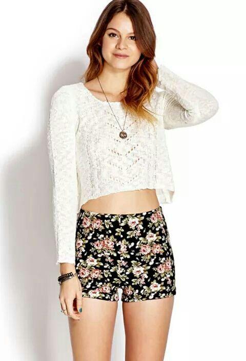 Sueter blanco y short floreado   ropa casual   Pinterest   Pantalones cortos