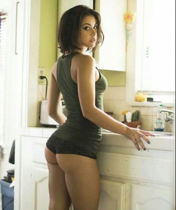 sex big ass mom in kitchen