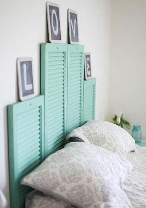 Portas antigas podem ser utilizadas como cabeceiras de cama. O resultado é diferente de tudo o que estamos acostumados a ver (Foto: Reprodução/Sofá de Ideias):