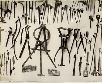 Roman surgical instruments found at Pompeii: