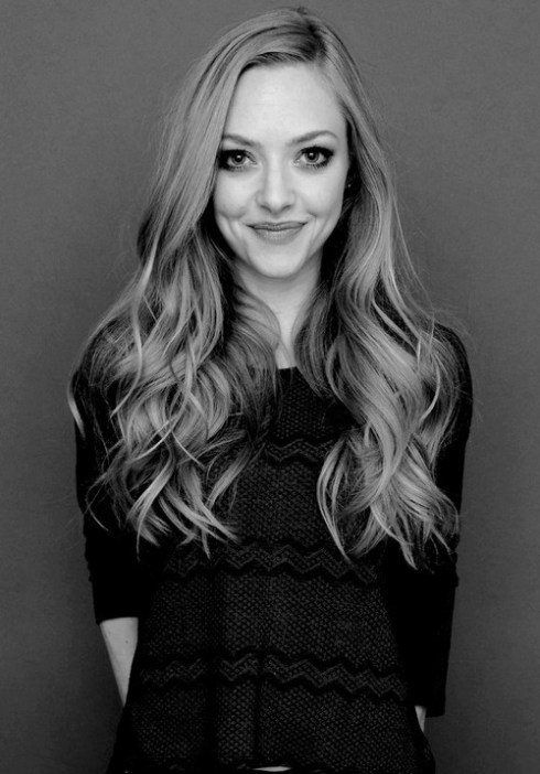 Amanda Seyfried... The perfect every-day look: softly tousled hair, big eyes and lots of mascara!: