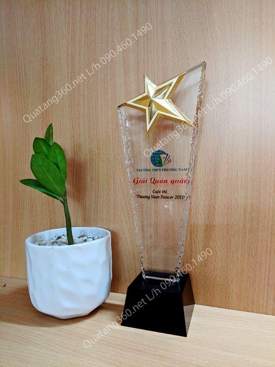 kỷ niệm chương pha lê ngôi sao đồng