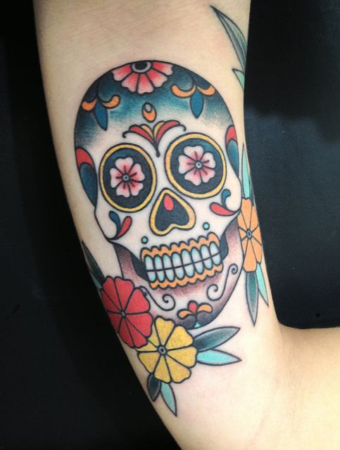 Tatouages de cr ne mexicains les calaveras and tatouages de cr nes on pinterest - Tatouage tete de mort avant bras ...