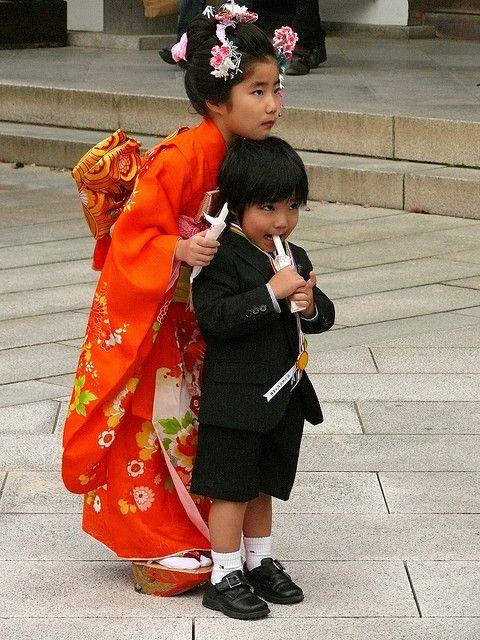 Japanese kids in Tokyo - Meiji Jingu Shrine. Bambini giapponesi a Tokyo by Mau71, via Flickr
