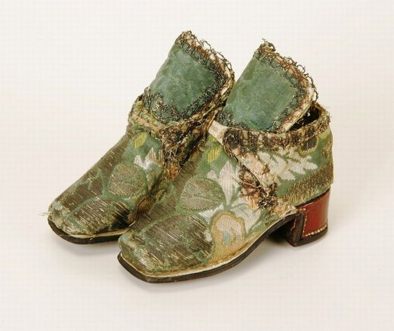 Child's shoes, end of the 17th century.  Museum Weißenfels.