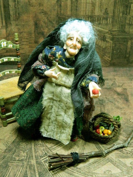 Italian Christmas La Befana Doll house Miniature by LoreleiBlu: