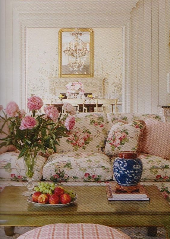 <3 the floral couch... the wooden coffee table and checkered ottoman... the beautiful doorway and crown molding that leads to the sweet dining room.