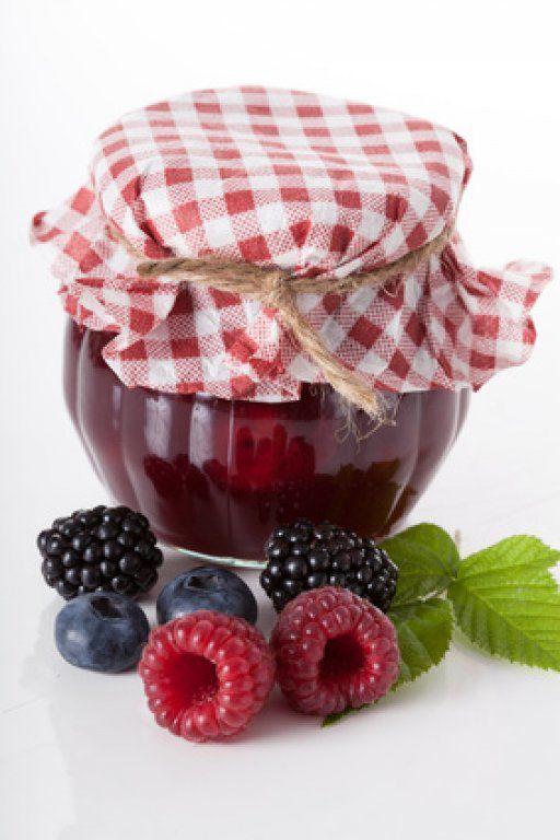 Waldbeermarmelade  Mit Erdbberen, Brombeeren, Himbeeren etc. lässt sich eine leckere Marmelade zaubern.