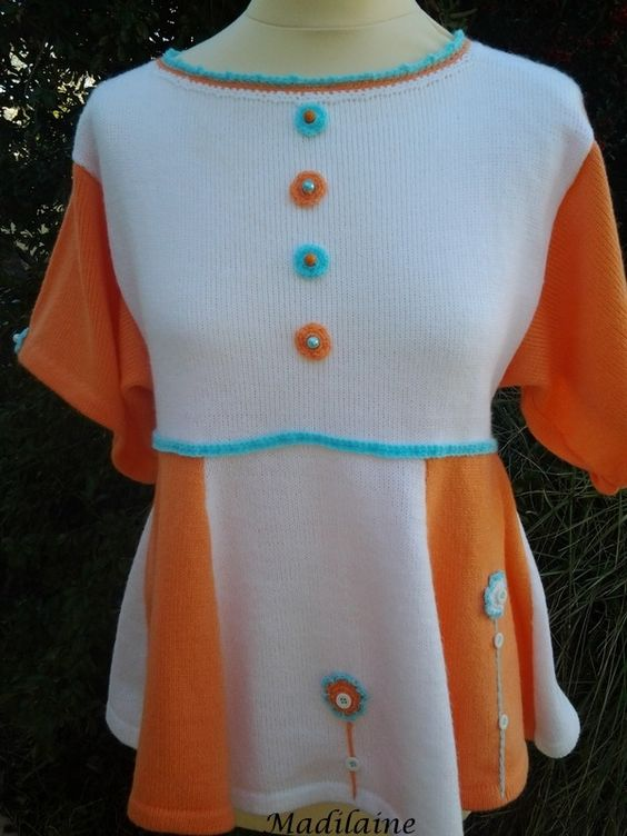 Une tunique à manches courtes à vasque tricotée main en laine blanche et orange : Pulls, gilets par madilaine