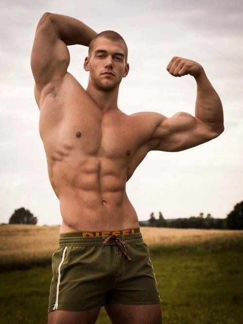 hunks muskel anspannen und posen