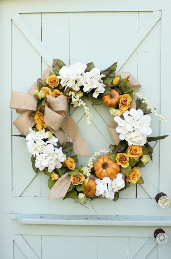 I love to always have a wreath hanging on my front door. I just feel like it makes my house feel more welcoming. Here is the wreath that I created for this fall…