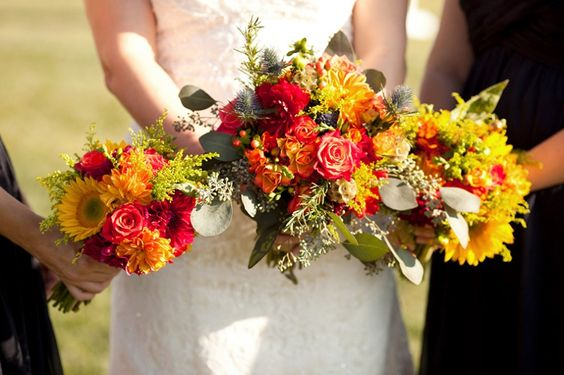 Bright bouquets of yellow #sunflowers, #dahlias, roses, goldenrod, thistle and berries for fall wedding