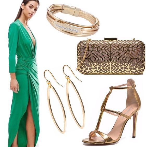 Look elegante con abito a portafoglio drappeggiato e scollatura profonda color verde smeraldo. Gli accessori dorati illuminano e donano glamour all'outfit.