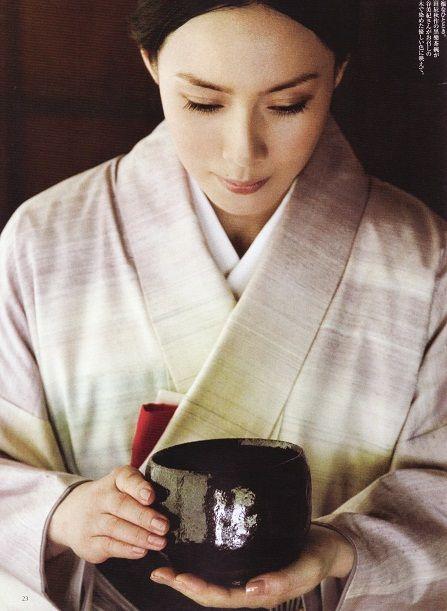 中谷美紀お茶の作法が美しい着物姿