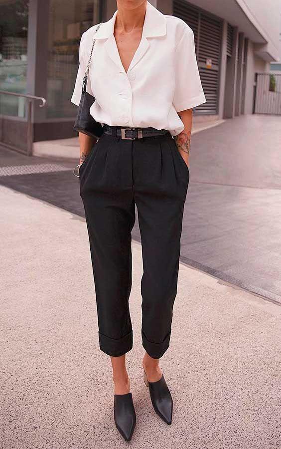 Musa do estilo: Pepamack - Guita Moda. Camisa branca social, calça de alfaiataria preta, mule de bico fino preto