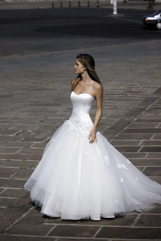 Tres joli bustier ROBE DE MARIEE HARON Créateurs Vente robes et accessoires de mariée Marseille - Sonia. B: