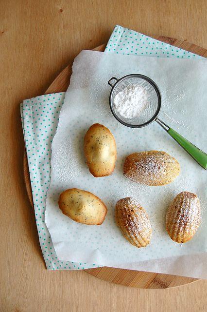 Lime, vanilla and poppy seed madeleines / Madeleines de baunilha, limão e sementes de papoula by Patricia Scarpin, via Flickr