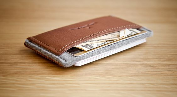 Loving the look of this HANDWERS // Cardholder