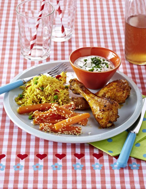 Unser beliebtes Rezept für Hähnchenkeulen mit Möhrenpommes und mehr als 55.000 weitere kostenlose Rezepte auf LECKER.de.