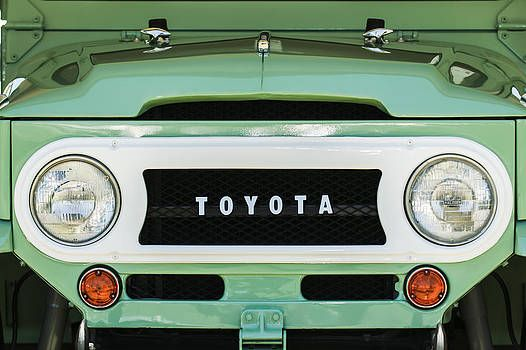 1969 Toyota Fj 40 Land Cruiser Grille Emblem 0444c