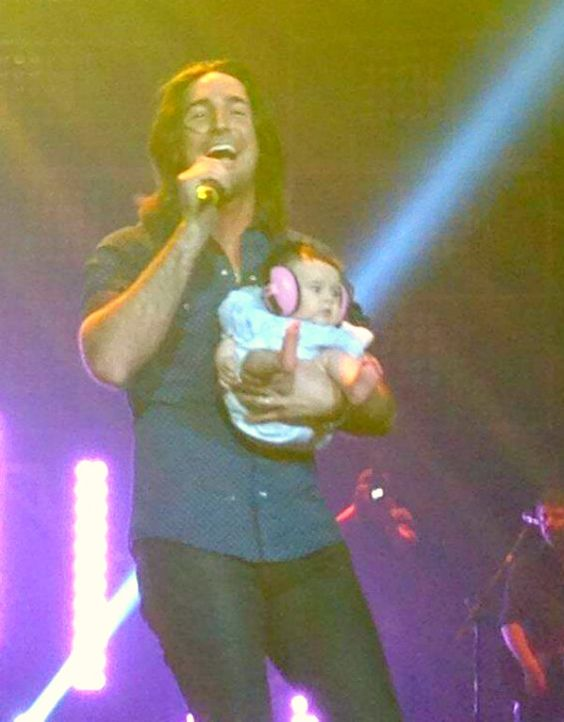 jake owen and olive pearl on stage cute country kids