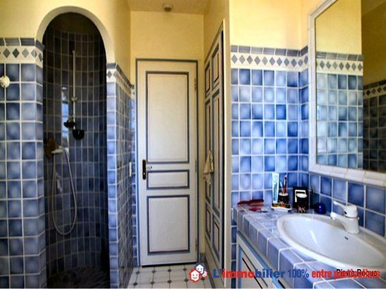 Dans le domaine du golf, sécurisé. Villa provençale cossue. Salon cheminée, salle à manger, cuisine équipée, 2 chambres avec salles d'eau, suite avec salle de bains. Dépendances. Jardin arboré. Terrasse 150 m². Vue sur mer, pool house. http://www.partenaire-europeen.fr/Annonces-Immobilieres/France/Provence-Alpes-Cote-d-Azur/Var/Vente-Maison-Villa-F5-SAINTE-MAXIME-1011251 #maison #salledebains