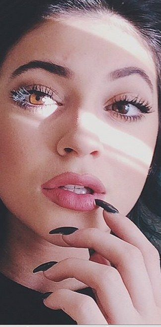 Eyes Kylie Cosmetics: Proof That Kylie Jenner Really Hasn't Had Lip Surgery
