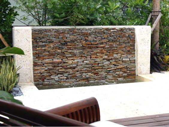 Gartengestaltungsideen beton wasserfall steine Wasserwand außen